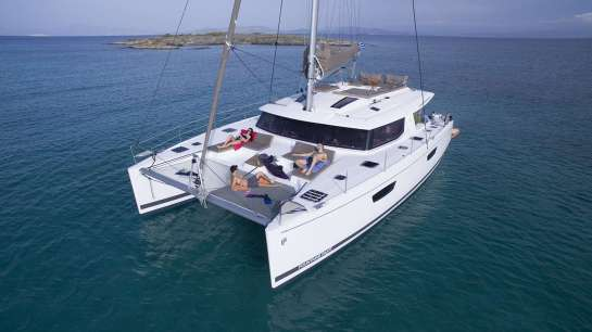 The Benefits of Chartering a Yacht